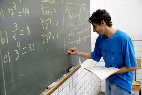 Professores 30 horas semanais conheçam a Lei Complementar 255 que entra em vigor no mês de maio