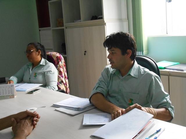 """Gestão arbitrária: Servidores de escola municipal se solidarizam com funcionário posto à disposição """"ou a servidora volta, ou saimos"""""""