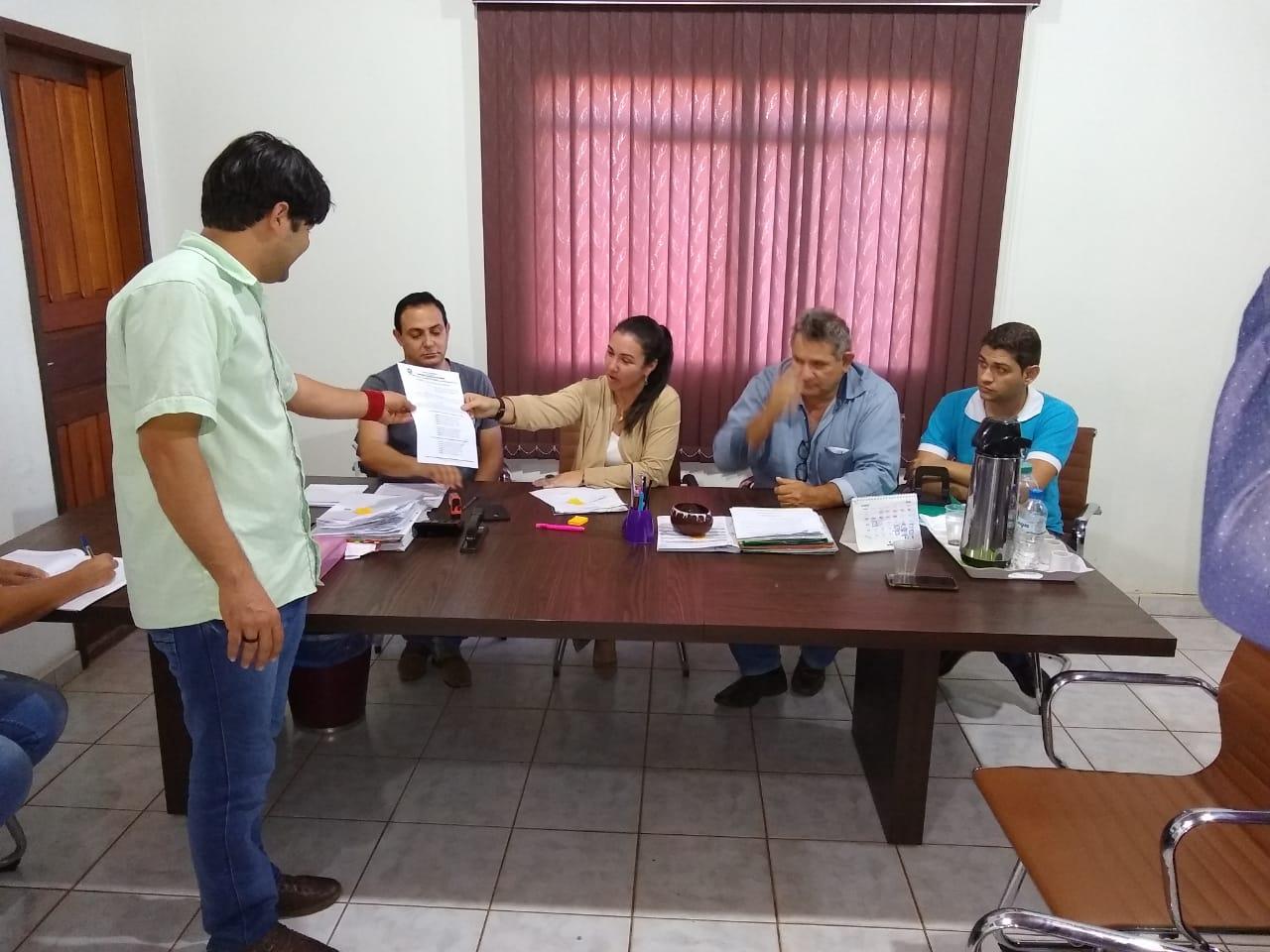 CHUPINGUAIA, TERRA SEM LEI: PREFEITA DESCUMPRE DETERMINAÇÃO DA JUSTIÇA SOBRE PISO SALARIAL DOS ACS E ACE